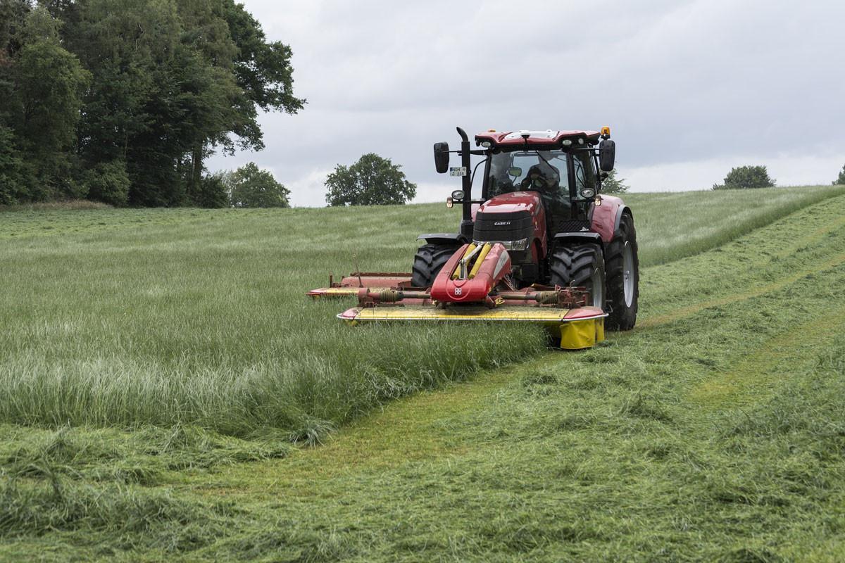 Traktor-Grasschnitt-1200x800